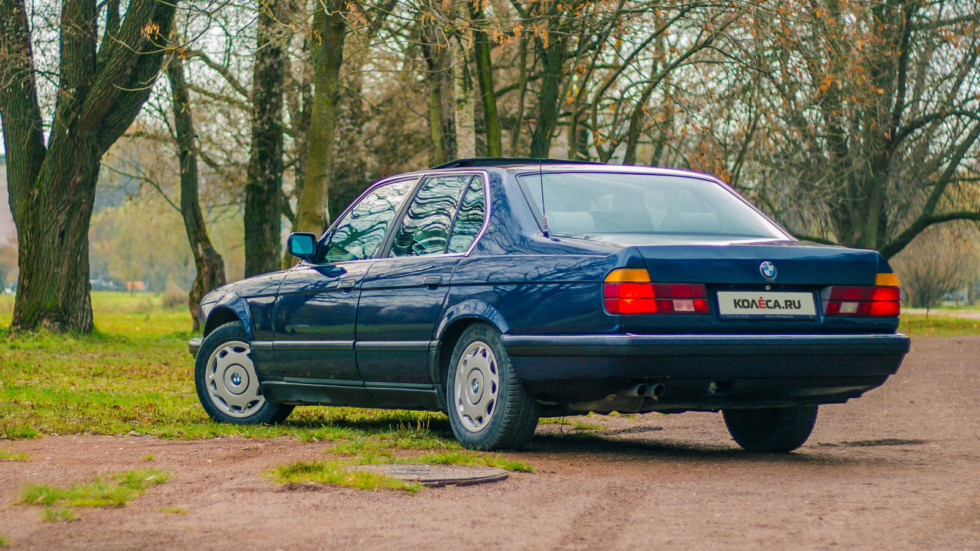 BMW E32 сзади