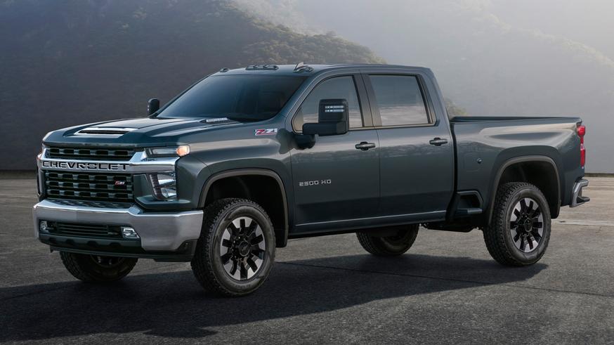Новый Chevrolet Silverado HD: более мощный мотор и подножки позади кабины