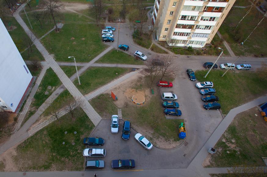 Во дворах всё-таки могут появиться платные парковки