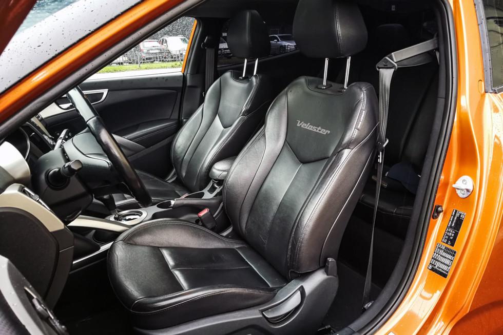 Hyundai Veloster передние сидения