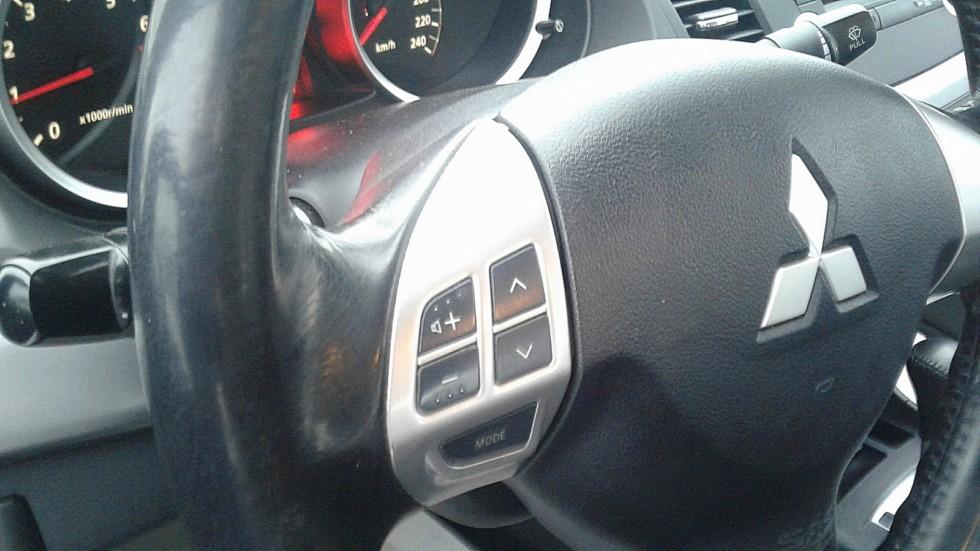 Mitsubishi Lancer X руль