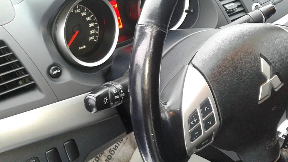 Mitsubishi Lancer X салон