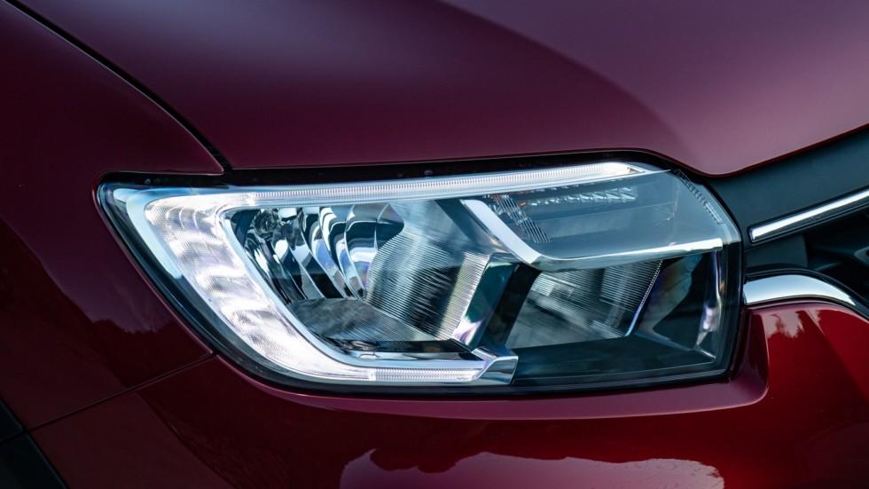 Renault Logan Stepway красный фара