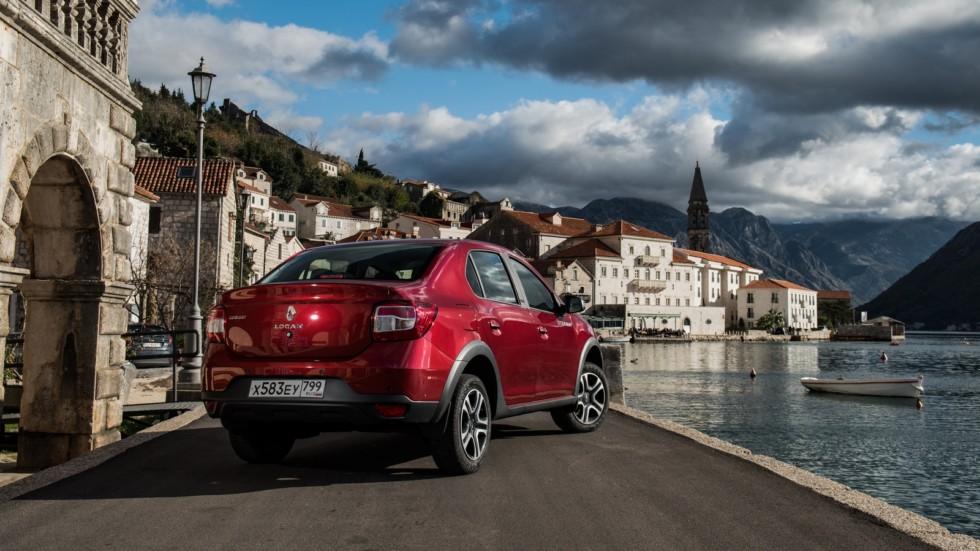 Renault Logan Stepway красный сзади (2)