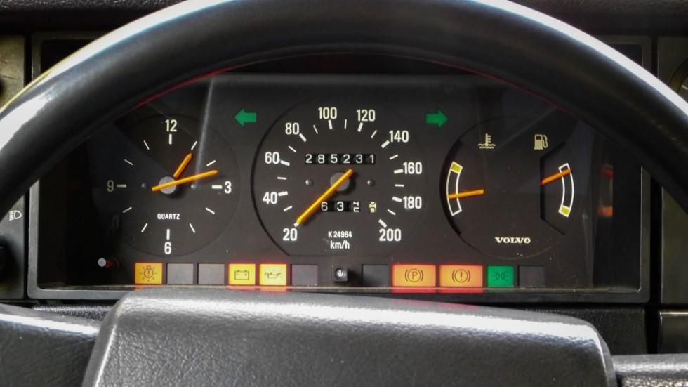 Volvo 240 приборная панель