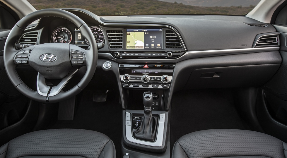«Треугольная» Hyundai Elantra для России: старые моторы и все так же без «спорта»