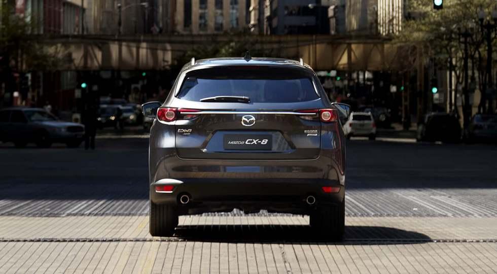 Леворульный кроссовер Mazda CX-8 оказался крупнее японского собрата