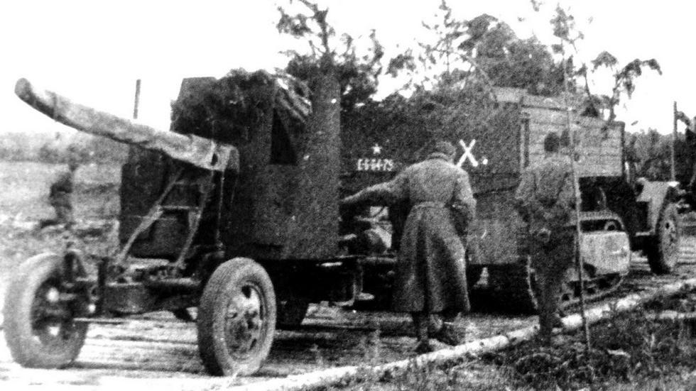 ЗИС-42 с 37-мм зенитной пушкой на Белорусском фронте