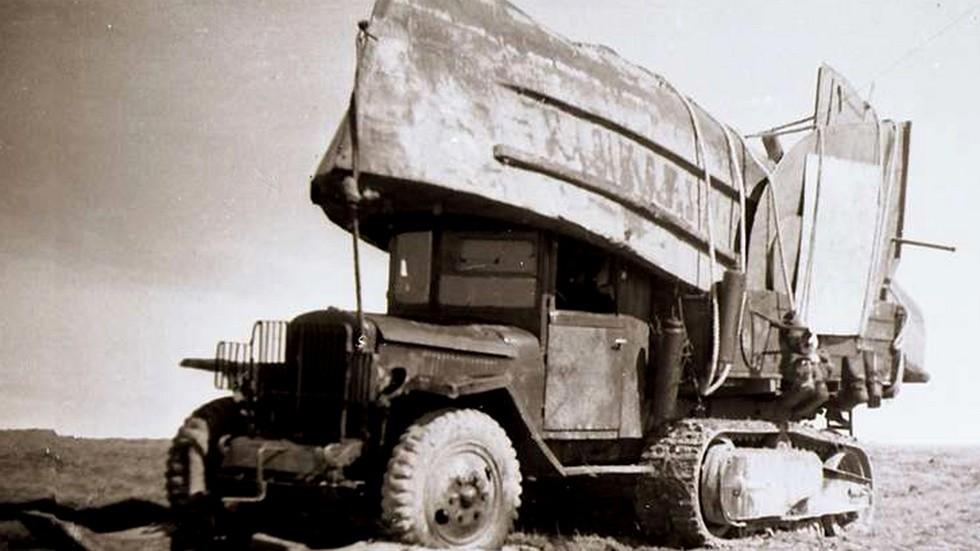 ЗИС-42М с буксирно-понтонным катером БМК-70