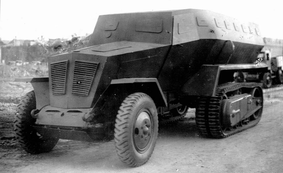 Макетный бронетранспортер ТБ-42 на 80-сильном шасси ЗИС-42