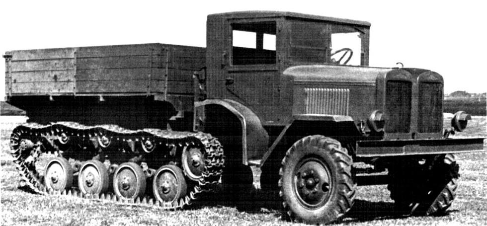 Опытный двухмоторный тягач АТ-14 с двумя трансмиссиями