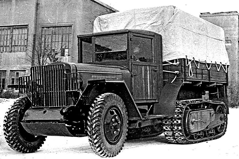 Модернизированный 76-сильный ЗИС-42М с протектором «ёлочка»