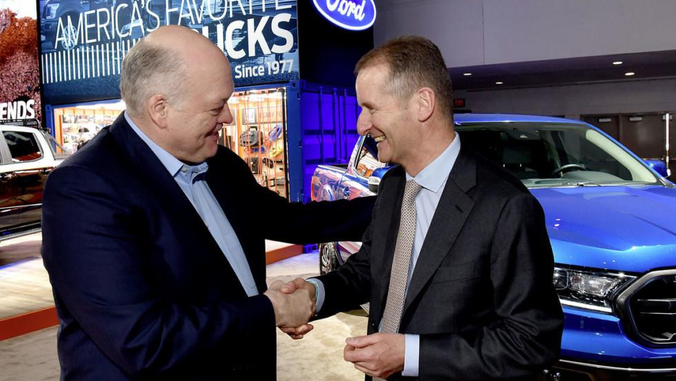 Глава Ford Джим Хэкетт (слева) и глава VW Герберт Дисс (справа) уверены, что альянс принесёт выгоду обеим компаниям.