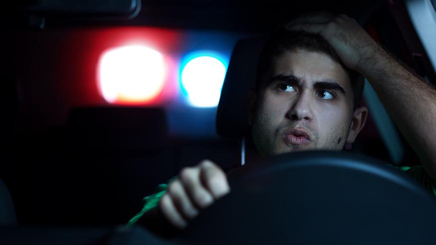Водителям опять хотят запретить курить за рулём