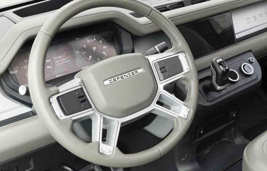 Новый Land Rover Defender: первая (уже удалённая) фотография интерьера
