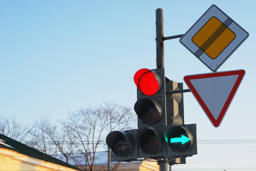 Светофоры в РФ сами начнут решать, сколько будет гореть «красный»