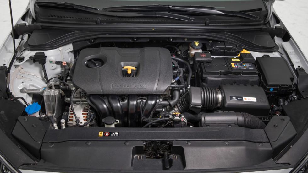 Hyundai_Elantra_interior-88