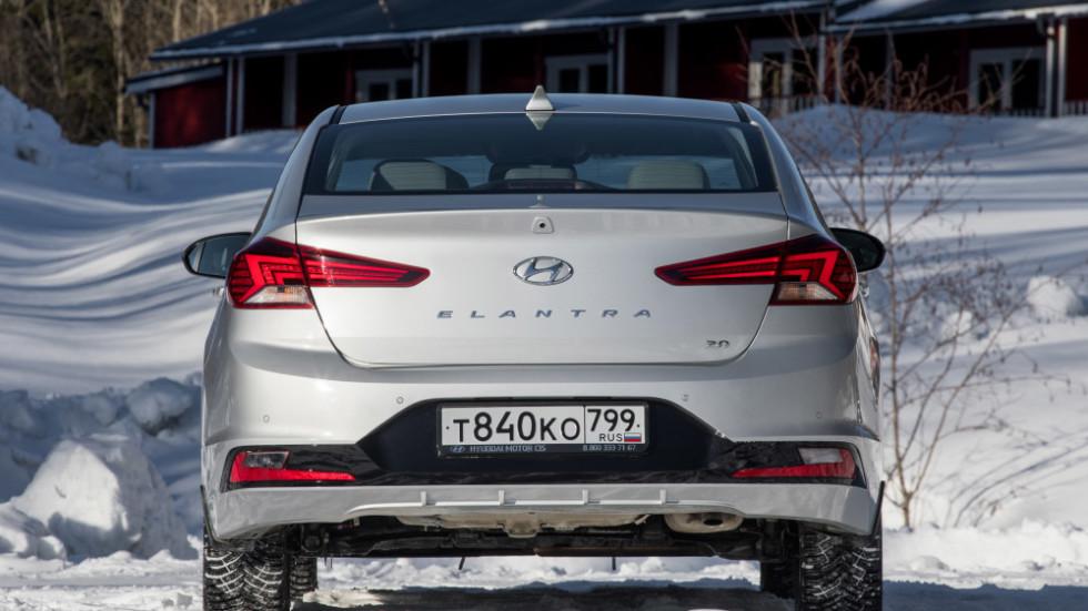 Hyundai_Elantra_statics-26