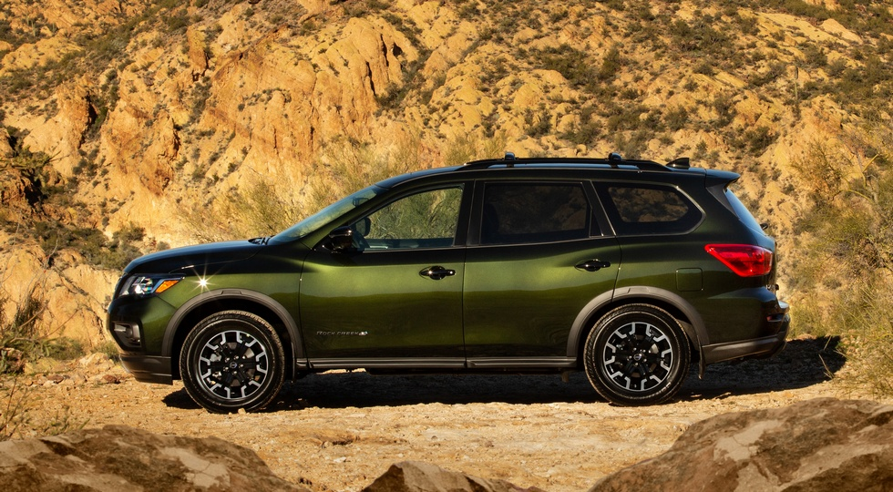 Nissan пытается реанимировать продажи Pathfinder с помощью внедорожной версии