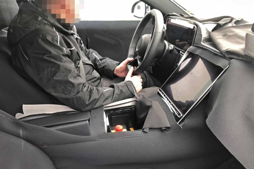 Новый Mercedes-Benz S-Class пойдёт по стопам Теслы: электромоторы и большой планшет!