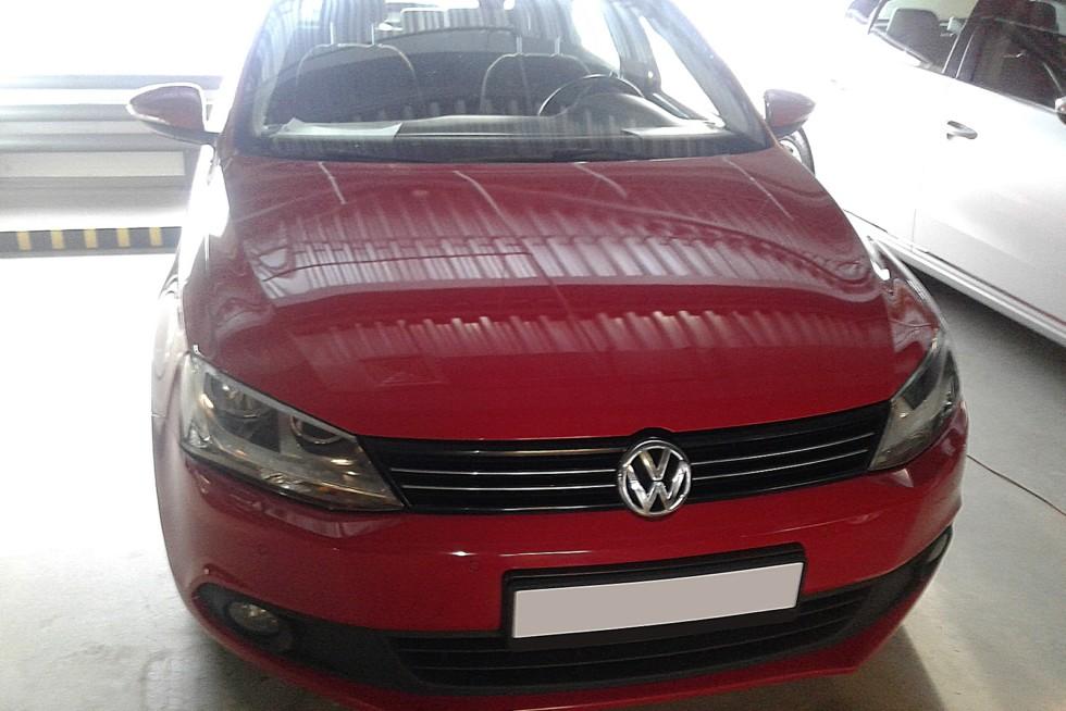 Volkswagen Jetta VI красная
