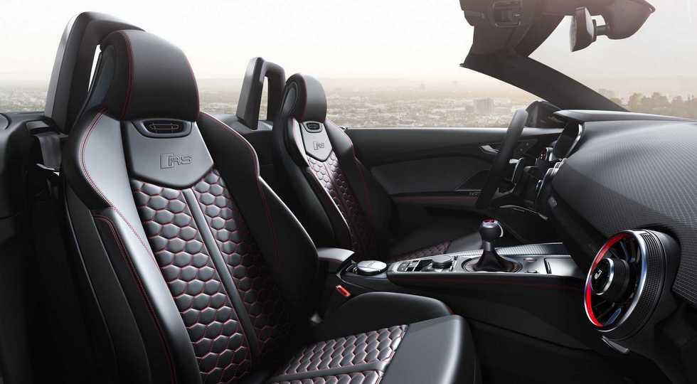 Тихо покинувшая РФ модель Audi незаметно же обновилась: другой декор и прежний мотор