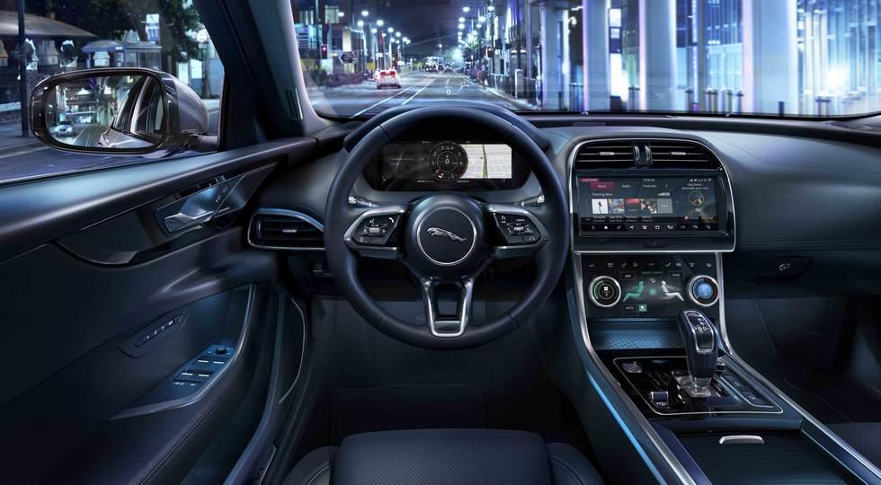 Седан Jaguar XE после рестайлинга лишился «механики» и моторов V6