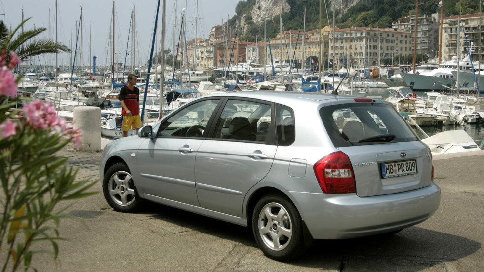kia_cerato_hatchback_81