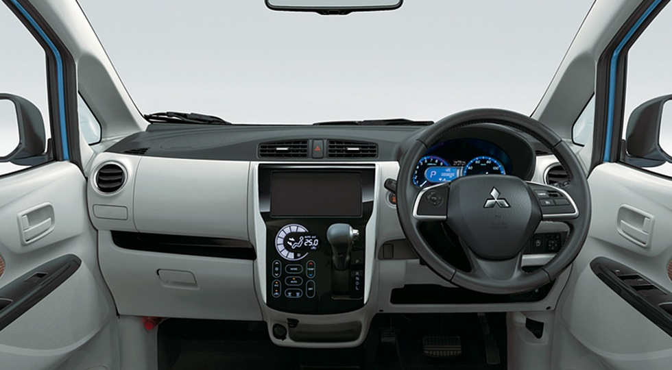 Скандальный компакт Mitsubishi стал копией Delica. Родственный Nissan тоже обновлён