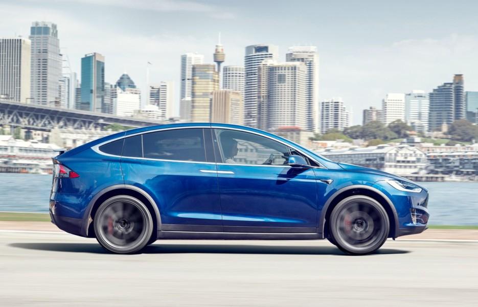 В последний раз: Tesla показал убытки под $1 млрд
