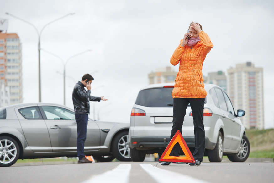 Суд решил, что выезжающие из двора на улицу водители не обязаны уступать дорогу всем