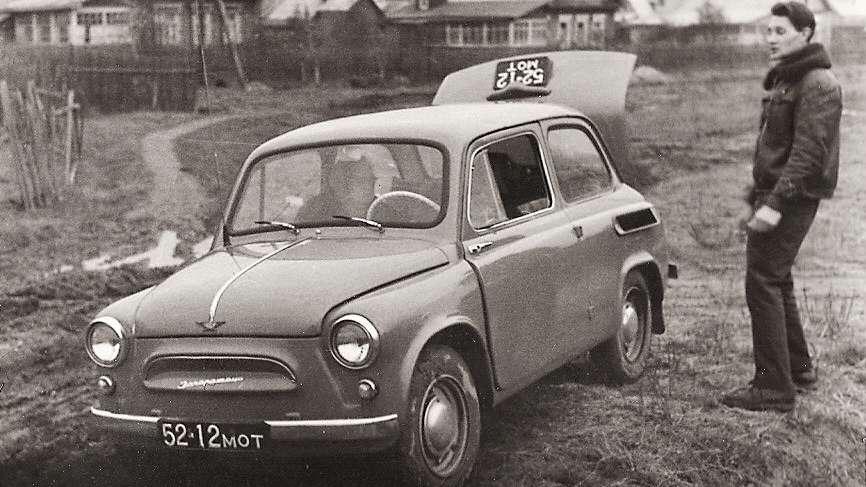 Одновременно видны передний и задний номера одного автомобиля_cr