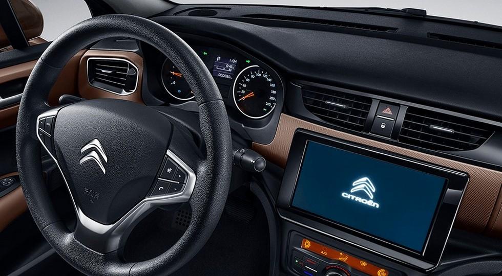 Провалившийся на рынке седан Citroen C4 обновлён: другой салон и прежние моторы