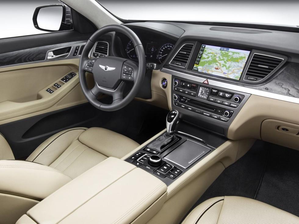 Женщина отсудила у Hyundai 2 млн рублей за купленный с рук Genesis