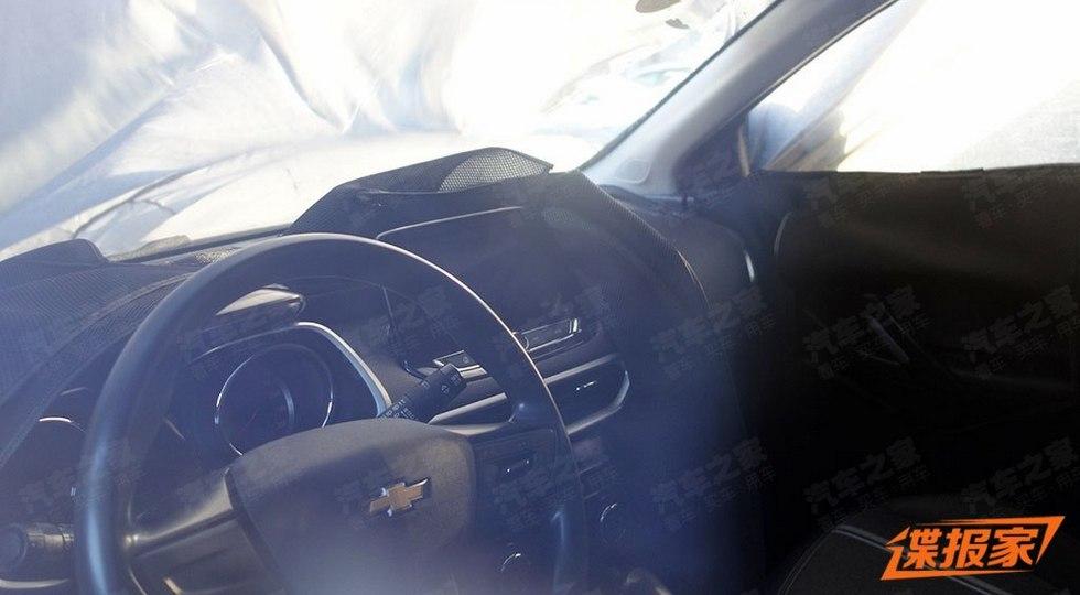 Новый Chevrolet Tracker получил такой же салон, как у компактвэна Orlando