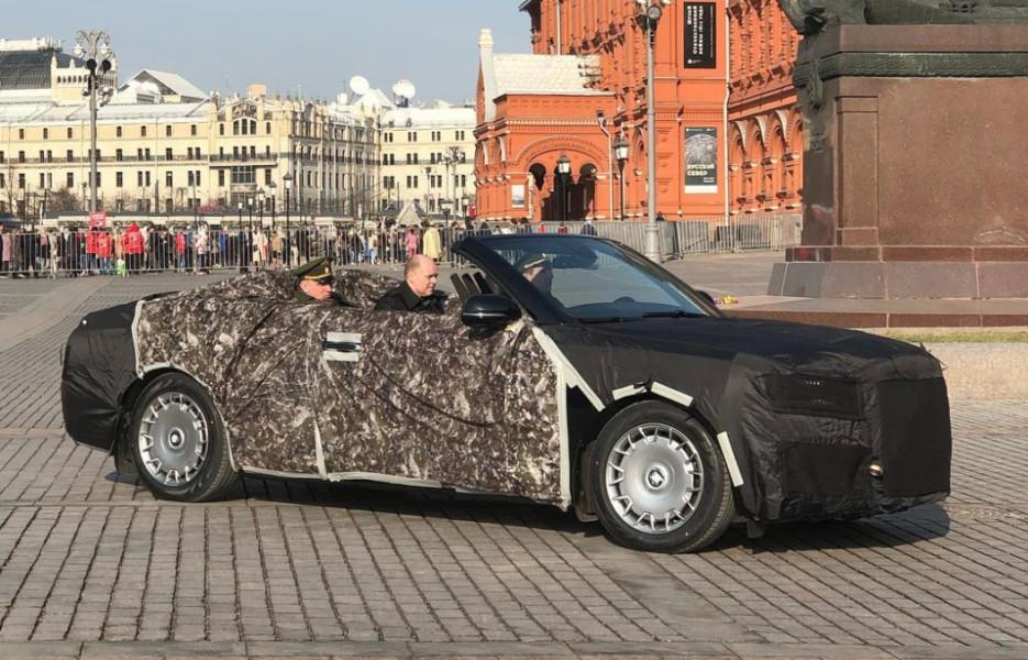 Крыши долой! Парадные кабриолеты Aurus проехали по Красной площади