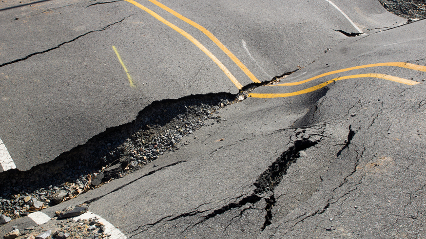 Яма на яме: в Минтрансе заподозрили регионы в некорректных сведениях о дорогах