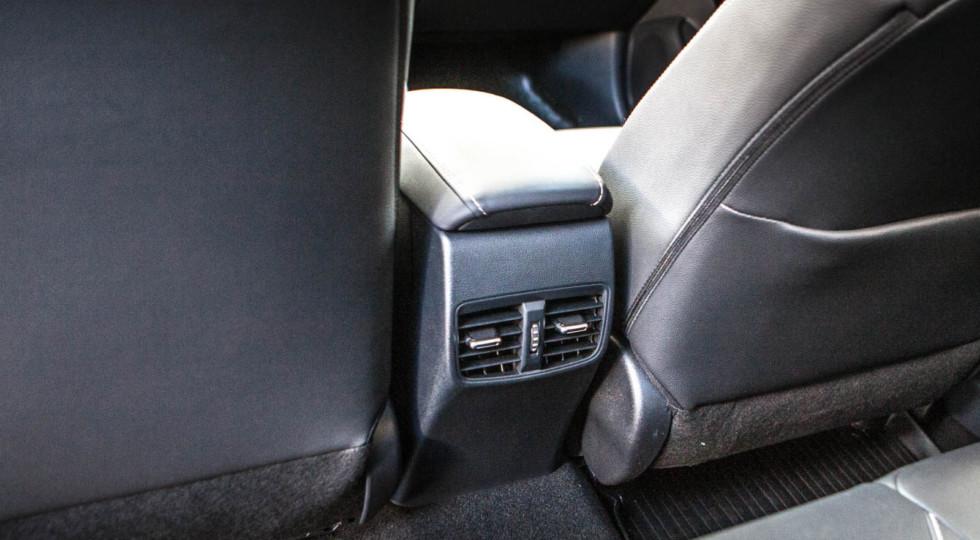 На автомате восходящего солнца: новая Toyota Corolla против Skoda Octavia