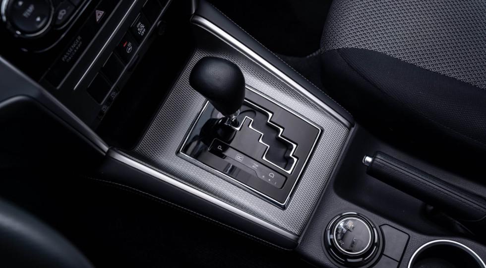 Модные снаружи, олдскульные внутри: тест-драйв обновлённого пикапа Mitsubishi L200