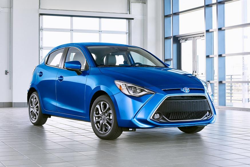 Когда собственная модель продаётся хуже: Toyota снова позаимствовала компакт у Mazda