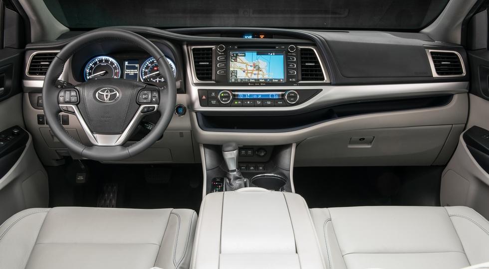 Toyota Highlander-2020 вместе с платформой сменил и дизайн. Но пока не очень заметно