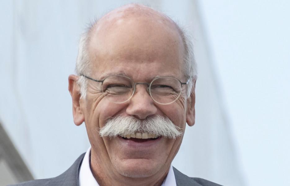 Тонкий троллинг: BMW проводила на пенсию главу Mercedes-Benz