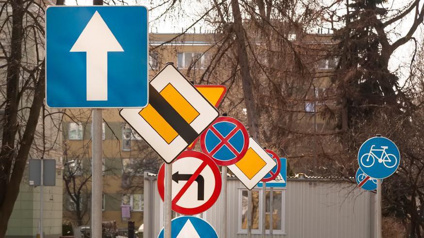 ГИБДД выигрывает в суде спор по уменьшенным дорожным знакам