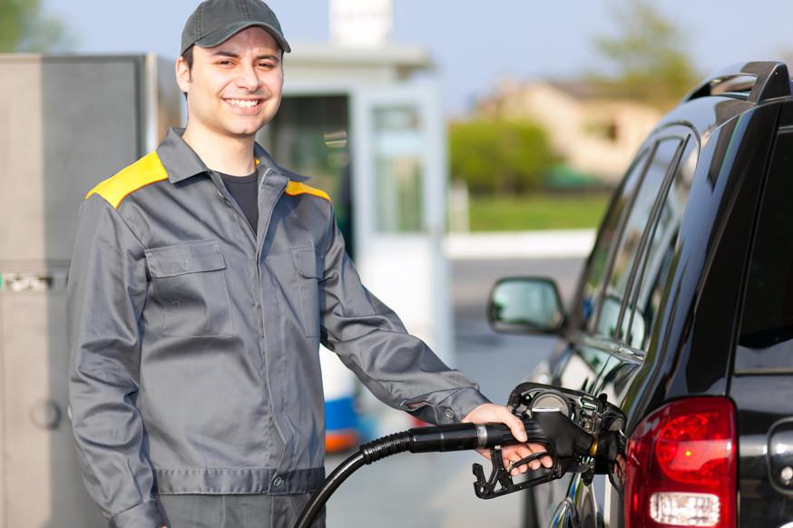 Бензин в России снова может заметно подорожать