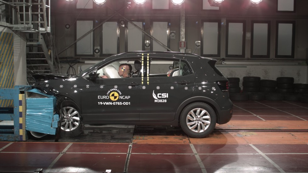 7 новинок в краш-тестах Euro NCAP: Audi e-tron повержен столбом