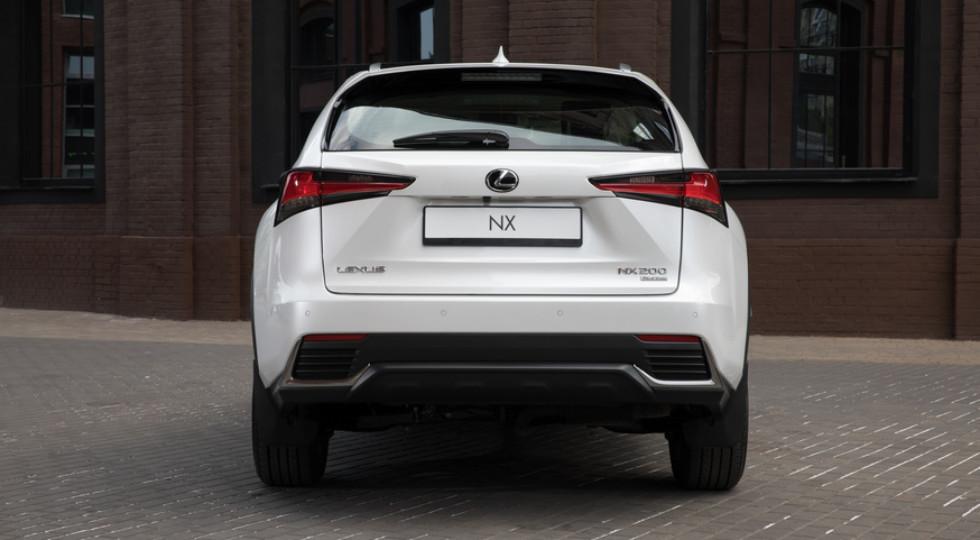 Черным по белому: ночной тест Lexus UX