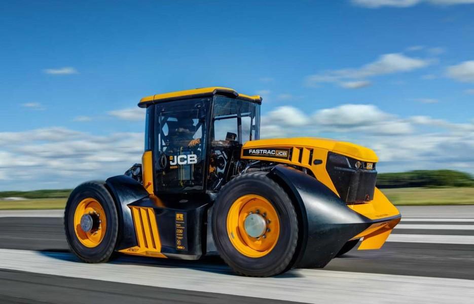 Самый быстрый в мире трактор пролетел мимо Книги рекордов Гиннесса