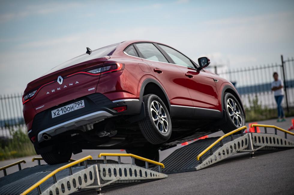 Небрежный плод её забав: тест-драйв Renault Arkana