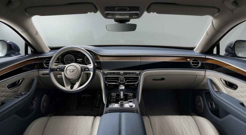Новый Bentley Flying Spur: полноуправляемое шасси и эмблема с «мигалкой»