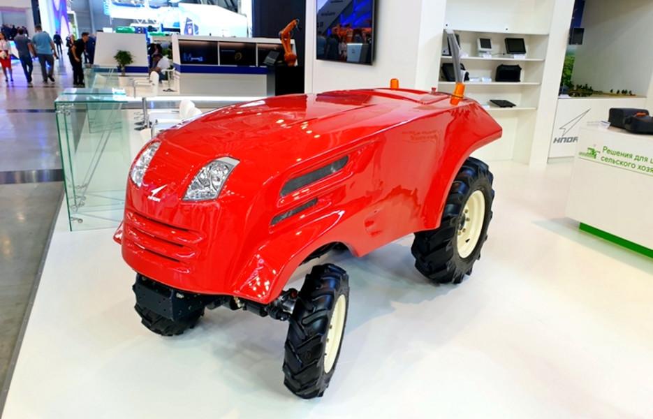 Рождённый бороздить: подразделение «Роскосмоса» разработало беспилотный трактор